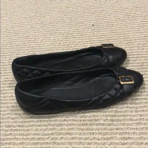 Burberry black avonwick quilted flat 37